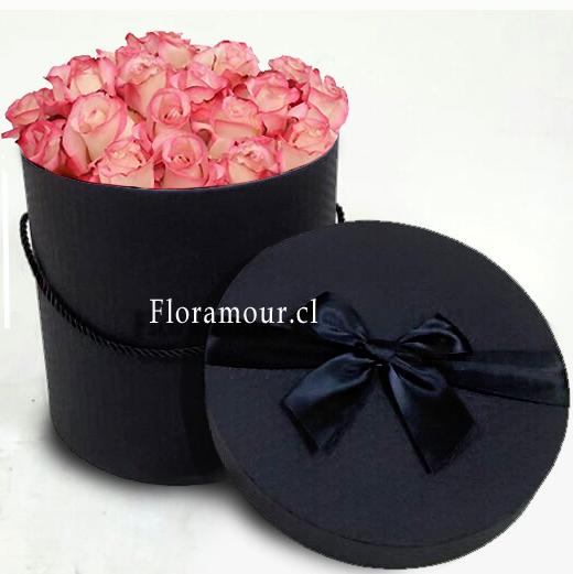 Caja negra, redonda con rosas color rosa viejo
